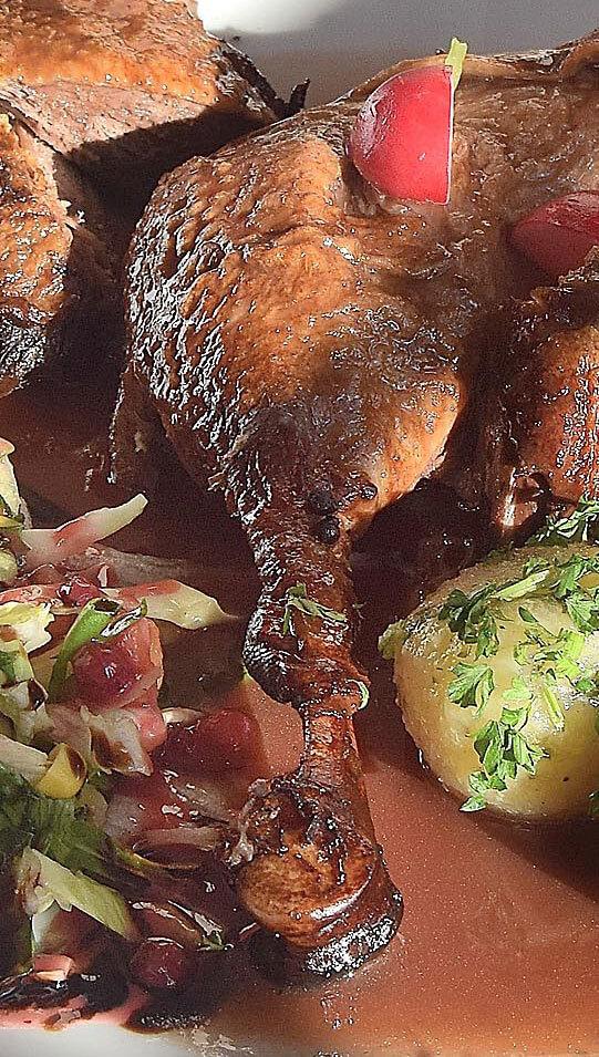 Ente mit Kloessen - Restaurant